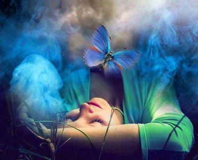 mulher e borboleta