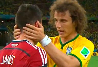 David Luiz confortando colombiano
